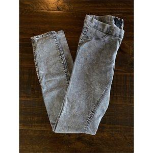 H&M Mid Rise Skinny Legging size 4 Acid Wash